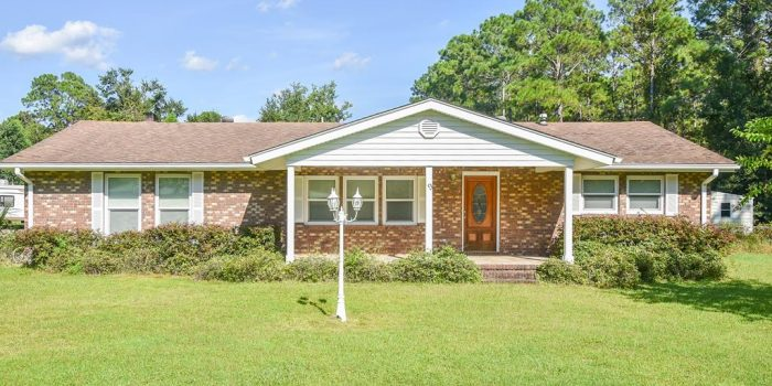 4 bedroom/2 bath home located in Greater Apalachicola