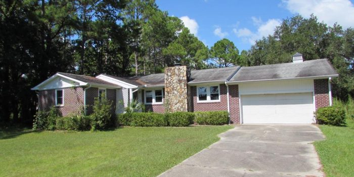 3 bedroom/3 bath home located in Gulf View Acres