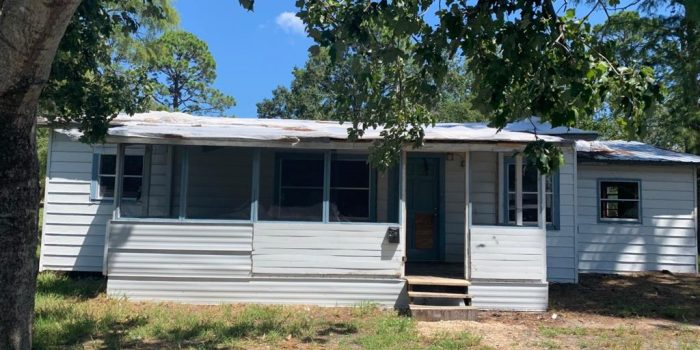 2 bedroom/1 bath home located in Greater Apalachicola