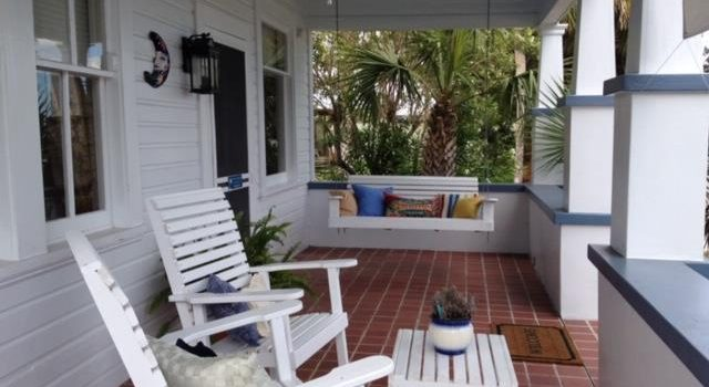 Blue Moon cottage and guest house located in downtown Apalachicola