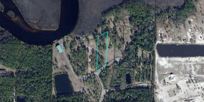 1.23 acre river view lot located in Crooked River Plantation