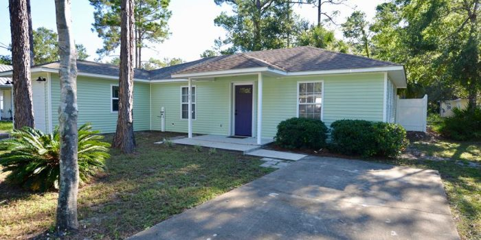 home with a large open deck located in Greater Apalachicola