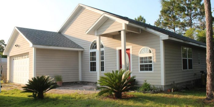 home with a hot tub and sitting on 1.3 acres in Greater Apalachicola