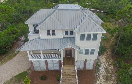 2nd tier home with private pool located in Pebble Beach Village in the Plantation