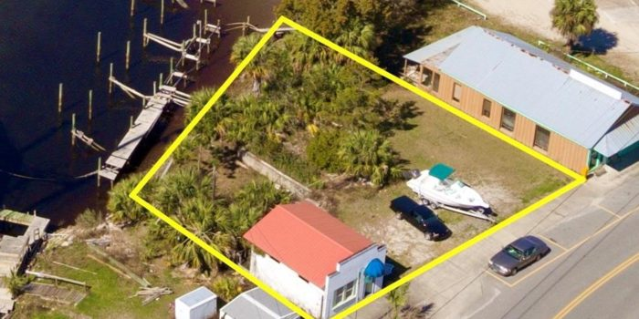 736 sq. ft. commercial building located in downtown Carrabelle
