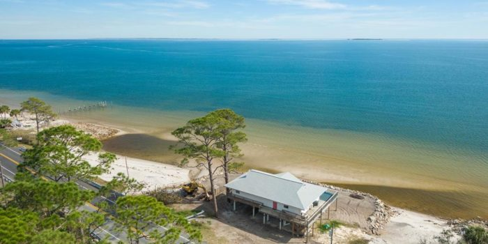 Beach house located in Carrabelle Beach For Sale