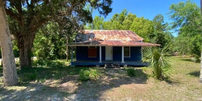 Florida cottage located in the North Historic side of Apalachicola