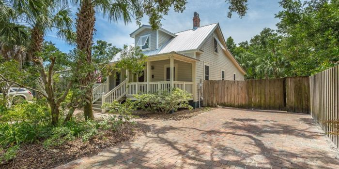 renovated 1930 Florida cottage located in the Historic North side of Apalachicola